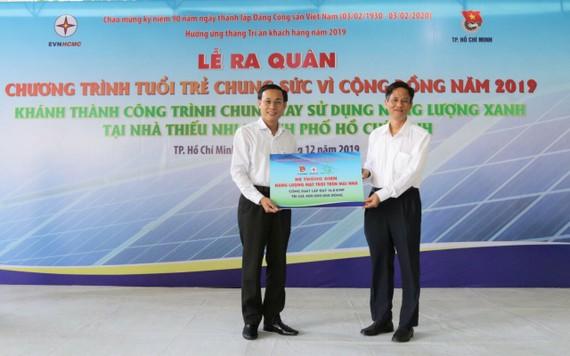 Tặng hệ thống điện năng lượng mặt trời cho Nhà Thiếu nhi TPHCM