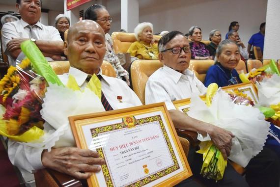 Đợt 19-5 -2019, Đảng bộ quận Tân Bình có 4 đồng chí được nhận Huy hiệu 70 năm tuổi Đảng