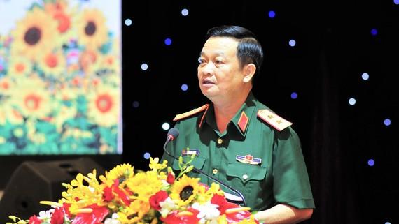 Trung tướng Trần Hoài Trung, Bí thư Đảng ủy, Chính ủy Quân khu 7 tại buổi họp mặt