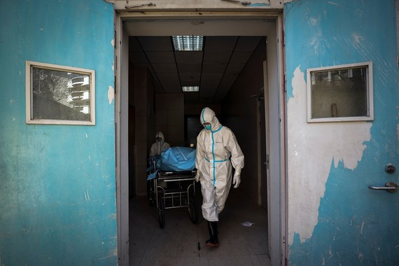 Hàn Quốc ghi nhận ca tử vong thứ tám, 833 người nhiễm Covid-19