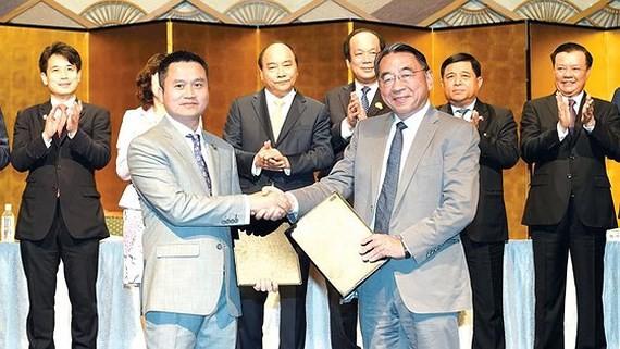 Investment certificate granting ceremony between Vietnamese and Japanese enterprises. (Photo: TTXVN)