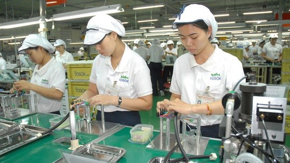 Producing electronic components at Nidec Tosok Company in Tan Thuan Export Processing Zone in Ho Chi Minh City. (Photo: SGGP)