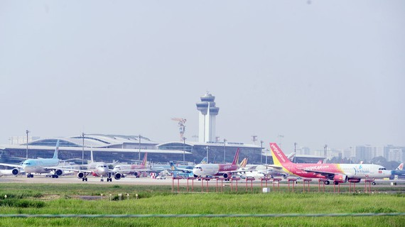 Tan Son Nhat Airport has been overloading and waiting for upgrading and expansion. (Photo: SGGP)