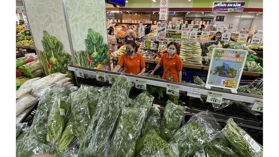 Vegetables are full on shelves at a supermarket on Feb 10. (Photo: SGGP)
