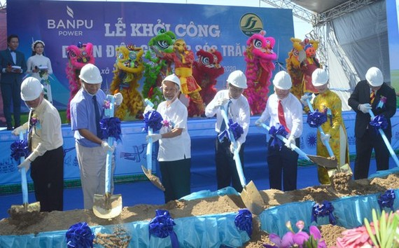 Soc Trang Province starts the construction of a 65 MW wind power plant. (Photo: SGGP)