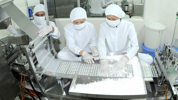 Pharmaceutical industry depends greatly on imported raw materials. (Photo: SGGP)