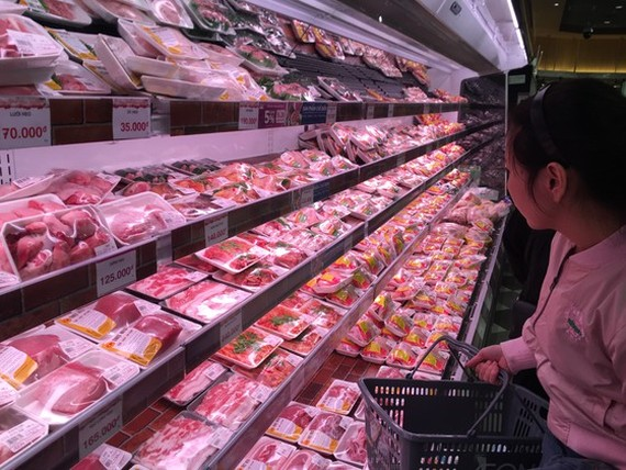 Consumers hope that imported pork will help to lower the domestic pork prices. (Photo: SGGP)