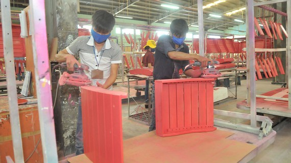 Wood processing enterprises have been facing difficulties as orders are reduced. (Photo: SGGP)