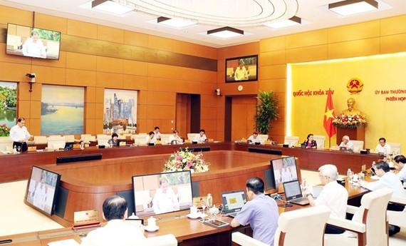 The meeting of the NA Standing Committee on May 15 (Photo: VNA)