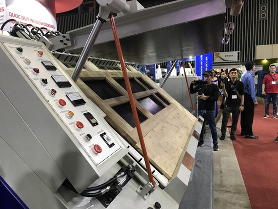 Vietnam's wood industry needs to invest in modern processing technology to improve the product quality. (Photo: SGGP)