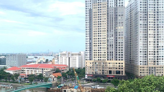 Real estate enterprises promote corporate bond issuance to mobilize capital. (Photo: SGGP)