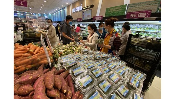People go shopping at Aeon Mall, a supermarket invested by a Japanese enterprise. (Photo: SGGP)