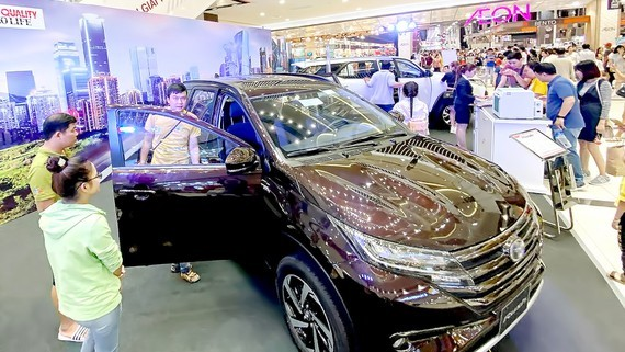 A new car model is displayed at Aeon Mall in Binh Tan District, Ho Chi Minh City. (Photo: SGGP)