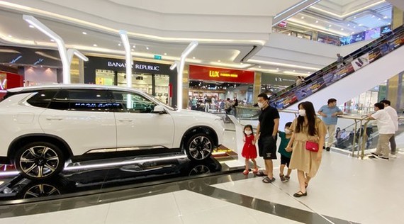 The automotive market offers many promotions to attract customers. (Photo: SGGP)