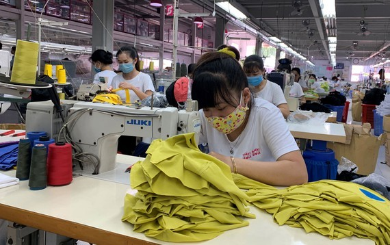 Workers of Son Hat Fashion Company Limited are ready for work on the first working day of the new year. (Photo: SGGP)