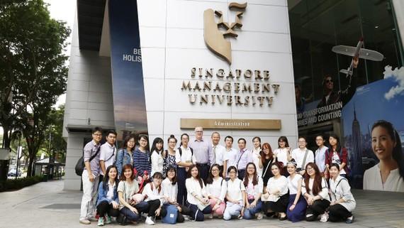 Sinh viên chương trình chất lượng cao của Trường ĐH Kinh tế - Luật  TPHCM thực tập tại Singapore