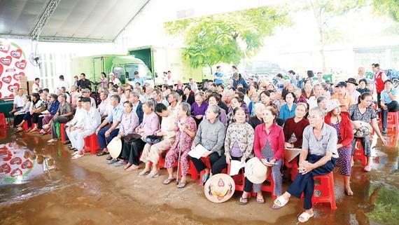 Hơn 700 bà con vùng sâu, vùng xa tham gia ngày khám bệnh sáng 7-8, được tổ chức  tại huyện Định Quán, tỉnh Đồng Nai