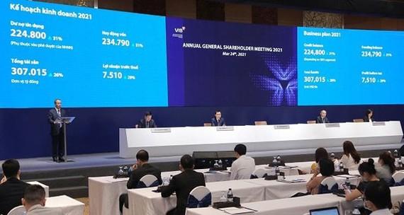 Quang cảnh ĐHCĐ thường niên năm 2021 của VIB.