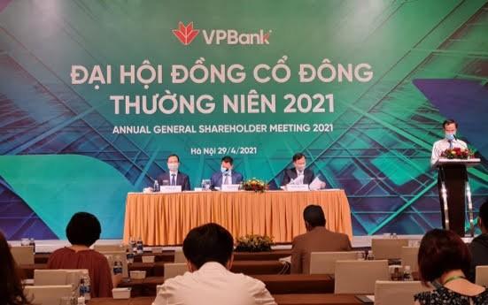 VPBank chuyển nhượng 50% vốn tại FE Credit