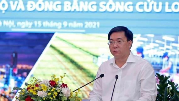 Thứ trưởng Bộ Kế hoạch và Đầu tư Trần Duy Đông phát biểu tại hội nghị.