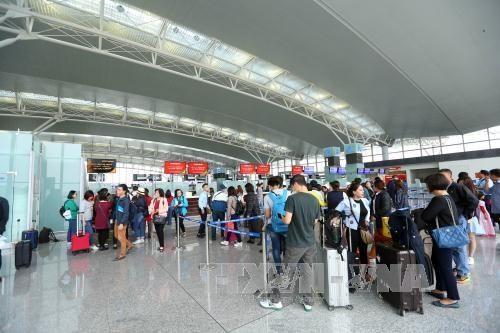 Tourists at Noi Bai international airport (Source: VNA)