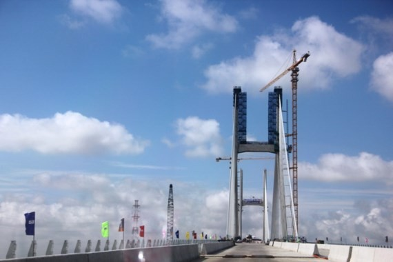 Final section of Cao Lanh Bridge put in place