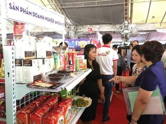 A booth showcasing specialities of An Giang province at the buyer-seller link-up conference held in HCM City last year. (Photo: VNA)
