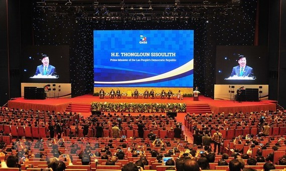 Lao Prime Minister Thongloun Sisoulith addesses the plenary session of the GMS Business Summit in Hanoi on March 30 (Photo: VNA)