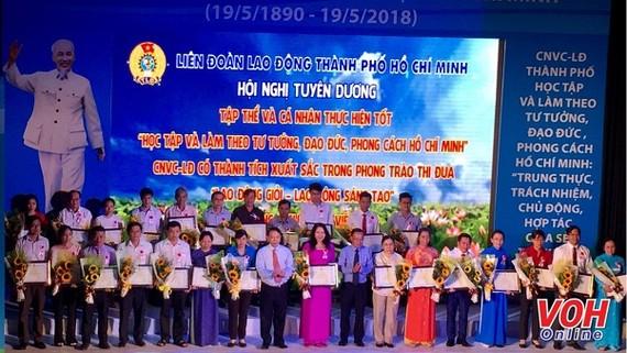 At the award ceremony (Photo: VOH)