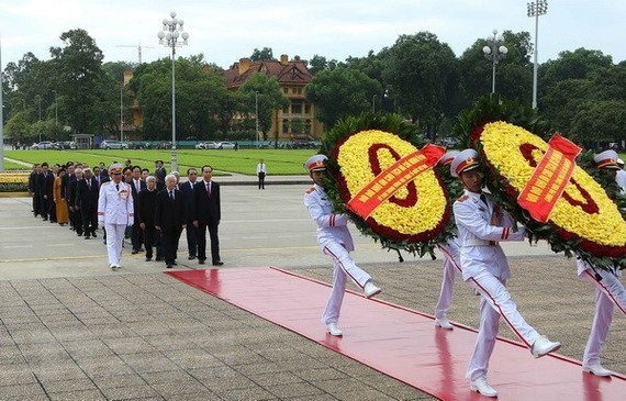 National leaders paid homage to late President Ho Chi Minh on August 31 (Photo: VNA)