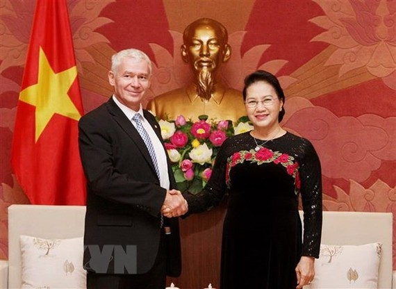 National Assembly Chairwoman Nguyen Thi Kim Ngan poses for a photo with Hungarian Chief Prosecutor Peter Polt on September 17. (Photo: VNA)