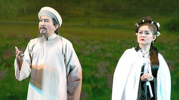 """A scene in the cai luong play """"Rang Ngoc Con Son"""" (Shining Pearls on Con Son Mountain)"""
