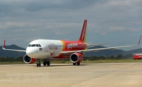 Vietjet Air airplane lands in a wrong runway at Cam Ranh International Airport. (Photo: VNA)