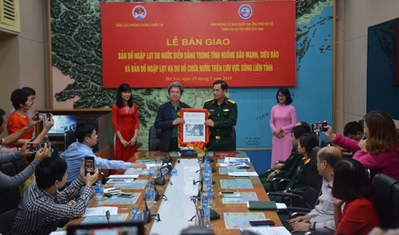 The Vietnam Disaster Management Authority (VDMA) under the Ministry of Agriculture and Rural Development, in co-ordination with the Office of the National Committee for Disaster Response, Search and Rescue, handed over copies of the two maps to relevant a