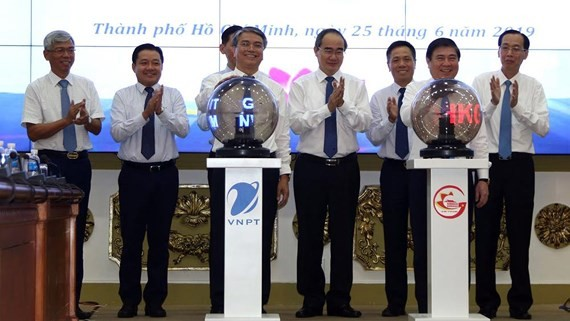 The e-Cabinet paperless meeting system and a smart reminder application have been kicked off in HCMC on June 25. (Photo: VNA)