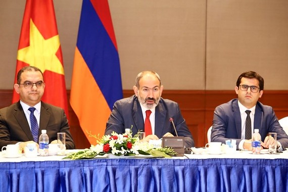 Armenian Prime Minister Nikol Pashinyan (centre) speaks at the working session with Vietnamese businesses in Hanoi on July 6 (Photo: VNA)