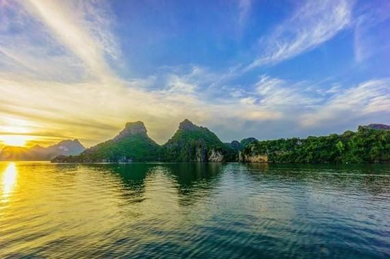 Sunrise on Ha Long Bay (Source: MSN)