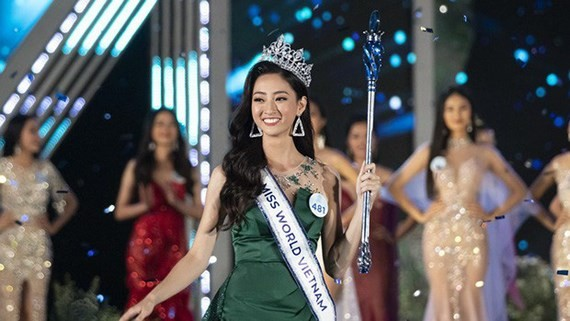 Luong Thuy Linh crowns Miss World Vietnam 2019