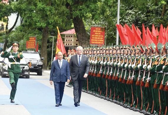 Vietnamese Prime Minister Nguyen Xuan Phuc and his Australian counterpart Scott Morrison in Hanoi on August 23