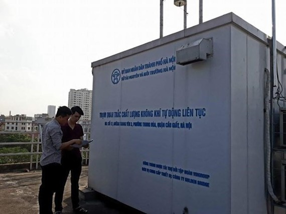 An air quality censoring station in Cau Giay district (Photo: Hanoimoi.com.vn)