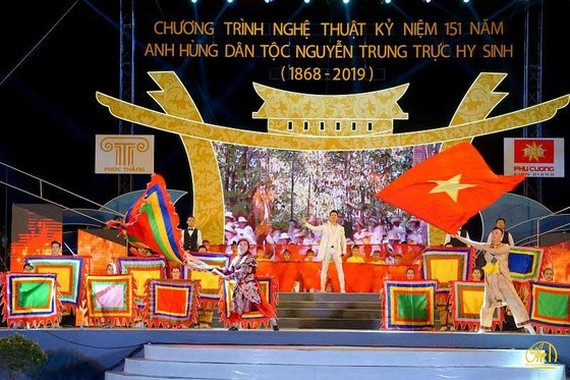 Singer Nguyen Phi Hung performs in the opening ceremony. (Photo: Sggp)