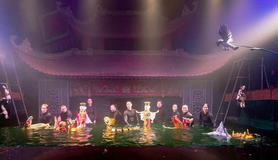 The performance titled Mo Rong (Dream of dragon) by the Thang Long Water Puppet Theater