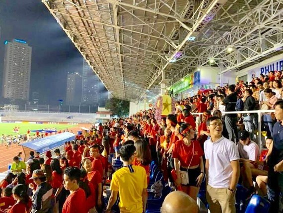 Vietnamese football fans suport the national football team in the Philippines.