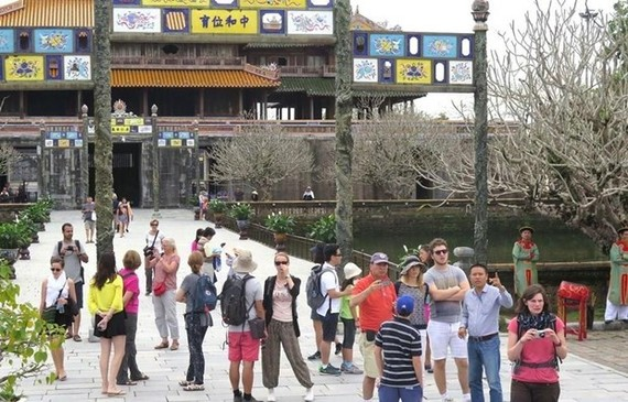 Foreign visitors at a tourism destination in Thua Thien - Hue  province (Source: VNA)