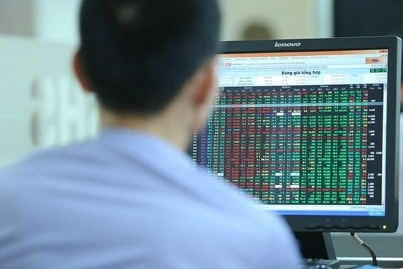 Foreign investors have poured around 36.4 billion USD into the Vietnamese stock market by the end of 2019.(Photo: VNA)