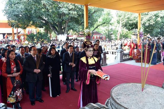 A ceremony marking the 1980th anniversary of the Trung sisters' Uprising and kicking off the Hai Ba Trung Temple Festival 2020 is held at the Hai Ba Trung Temple in Hanoi. (Photo: SGGP)