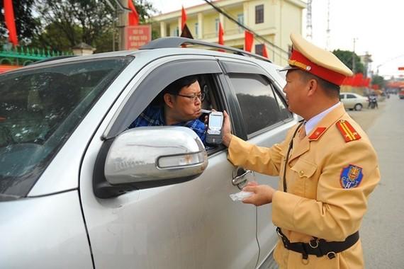 Checking alcohol level in Ninh Binh province (Photo:VNA)