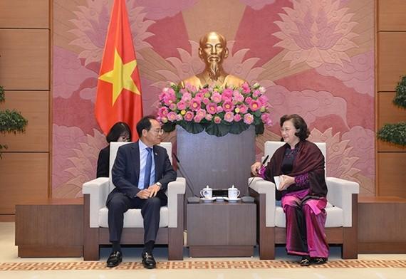 National Assembly Chairwoman Nguyen Thi Kim Ngan (right) and Ambassador of the Republic of Korea (RoK) Park Noh-wan (Photo: qdnd)