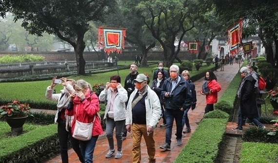 Foreign visitors at Temple of Literature - a popular historical site in Hanoi (Photo: VNA)