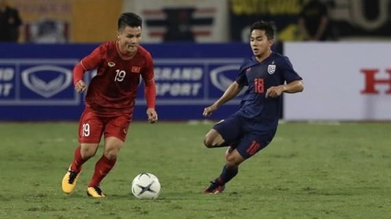 Midfielder Nguyen Quang Hai (Red) (Photo: VNA)
